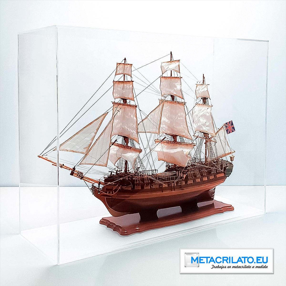 Vitrina barco de metacrilato