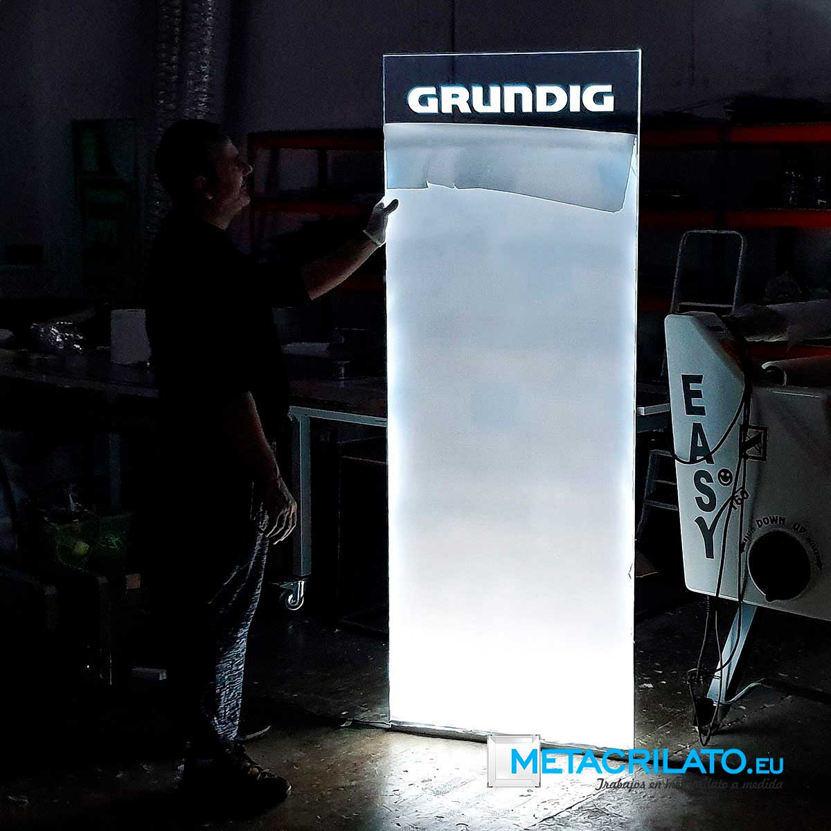 Luz filtrante de sobremesa, luz filtrante de pared, rotulo de luz filtrante, luz filtrante valencia, expositor de luz filtrante, luz filtrante metacrilato